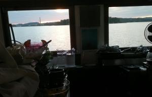 Säynätsalon  maiseman ääriviivoja   SS Suomen  ravintolan ikkunoista. Laivalle  pääsee edelleen lähelle, vaan  rantaan vain harvoin.