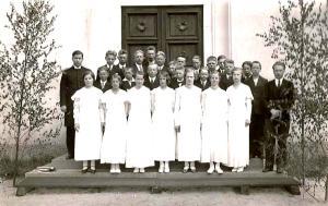 Säynätsalon rippikoululaisia juhannuksena  1934. Klikkaamalla  saa kuvan suuremmaksi.