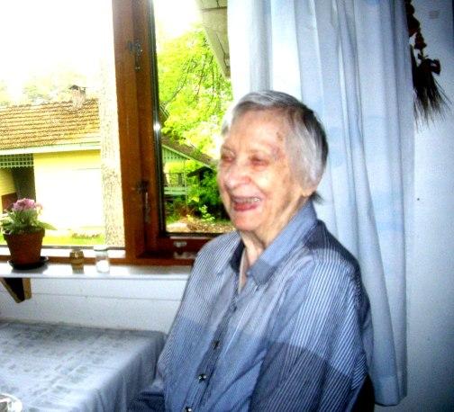 Salme Huuskonen keittiössään  kesäkuussa  2015.