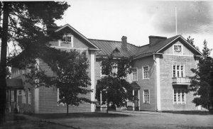 Säynätsalon vanhin koulu. Tuhoutui tulipalossa  1953. Sen tilalle rakennettu koulu purettiin muutama vuosi sitten.