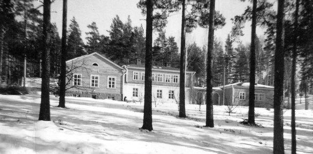 Lönnin suunnitteleman Walter Parviaisen vanhainkodin sijainti-ilme säilyi alkuperäisenä 1960-luvun alkuun.